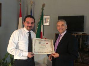 consegna-diploma-al-sindaco